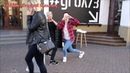 Настя и Вика танцуют на улице!