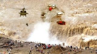 Apocalypse footage in India. Mumbai is sinking. Evacuation of people