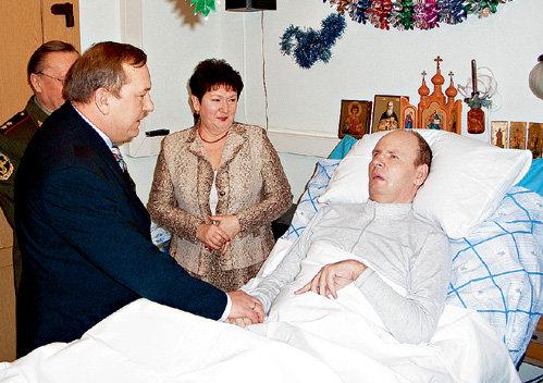 Командующий ВДВ генерал Владимир ШАМАНОВ поздравил своего бывшего начальника с днём рождения.