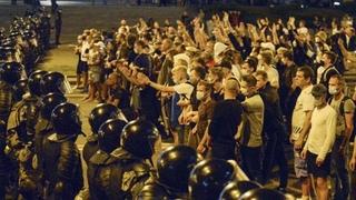 Жесть! Хроники 9 августа 2020 года. Как избивали протестующих в Беларуси. Лукашенко таракан