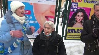 Харинама в Екатеринбурге. Ведатита Радхарани. 83 года, 43 года в СК, первая преданная на Урале.