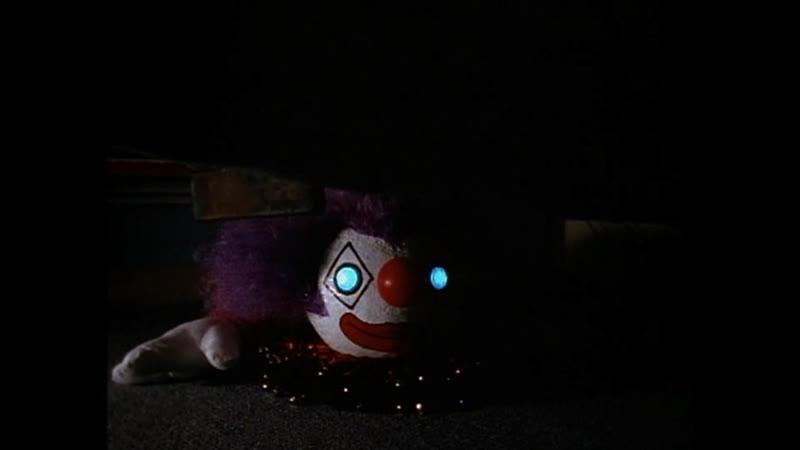 Сэм обнаруживает клоуна у себя в комнате Отрывок из сериала Боишься ли ты темноты