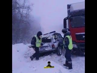 Фура протаранила служебный автомобиль полиции (Инцидент Барнаул)