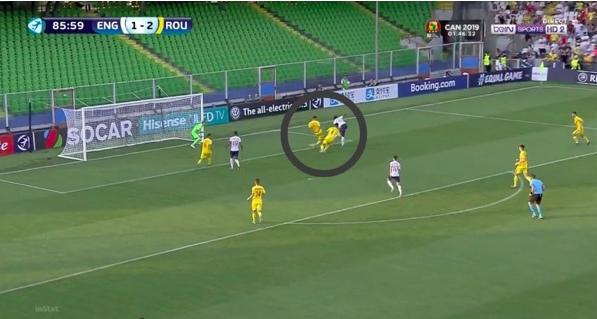 Последний шаг так и не будет сделан, защитник так и останется в полуметре от нападающего, как результат пропущенный гол.