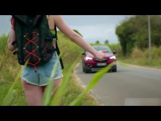 Групповушка с двумя симпотичными автостопщицами