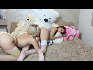 ВОТ ЧТО ЗНАЧИТ ЛУЧШИЕ ПОДРУЖКИ) Happy Yulia Lesbian Students Playing on the Bed [Teen Webcam Porn Amateur Dildo