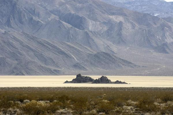 Гуляющие сами по себе камни в Долине Смерти
