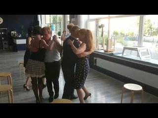 Танцуем в ограниченном пространстве: старшая группа студии аргентинского танго Librtad