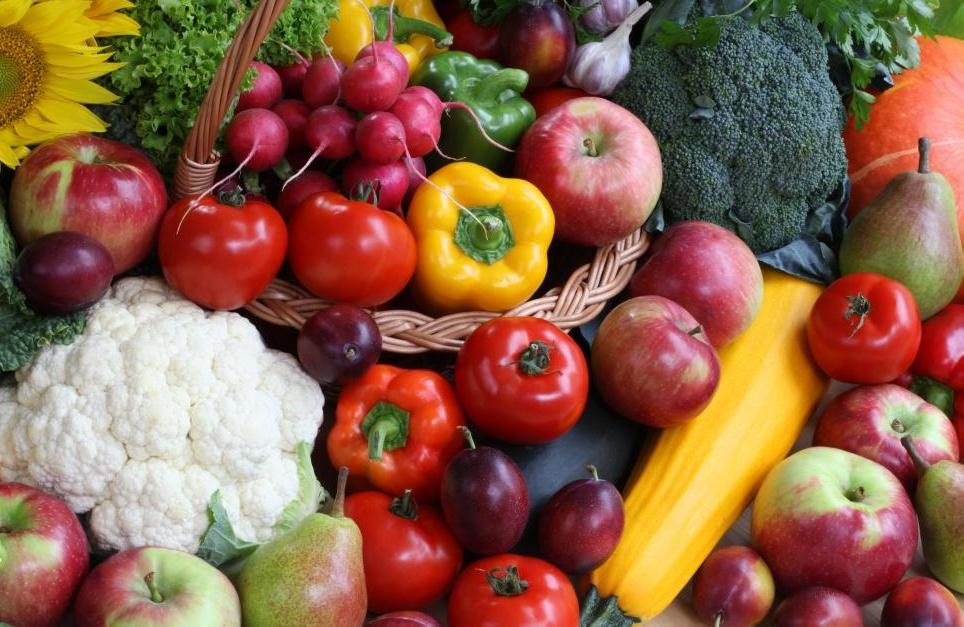 Некоторые люди едят специальную диету из фруктов или овощей, очищая свои тела.