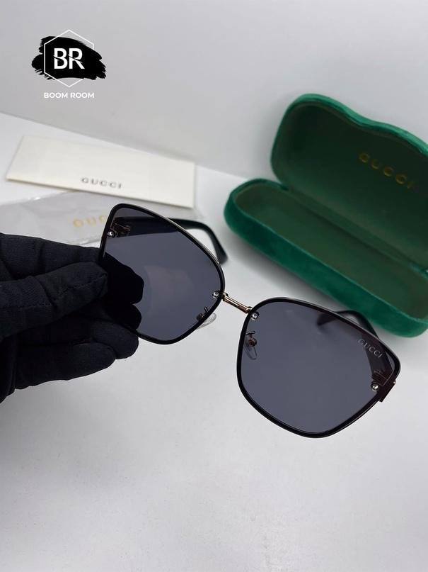 Б2-04-08  NEW COLLECTION 2021   ТОПОВЫЕ МОДЕЛИ БРЕНДОВЫХ ОЧКОВ В ИДЕАЛЬНОМ ИСПОЛНЕНИЕ  КАЧЕСТВО : 1:1 LUX  В КОМПЛЕКТ ВХОДИТ : очки фирменный футляр салфетка   КОРОБКИ НЕТ  Очки UV -400 ( максимальная защита ) МИНЕРАЛЬНЫЙ ПЛАСТИК  * фото ЖИВЫЕ , сделанные