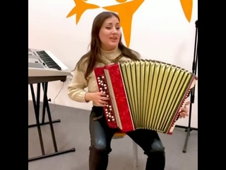 "Красавица Чэчкэ классно исполнила на баяне песню Салавата Фатхетдинова"" Бэхетле бул """