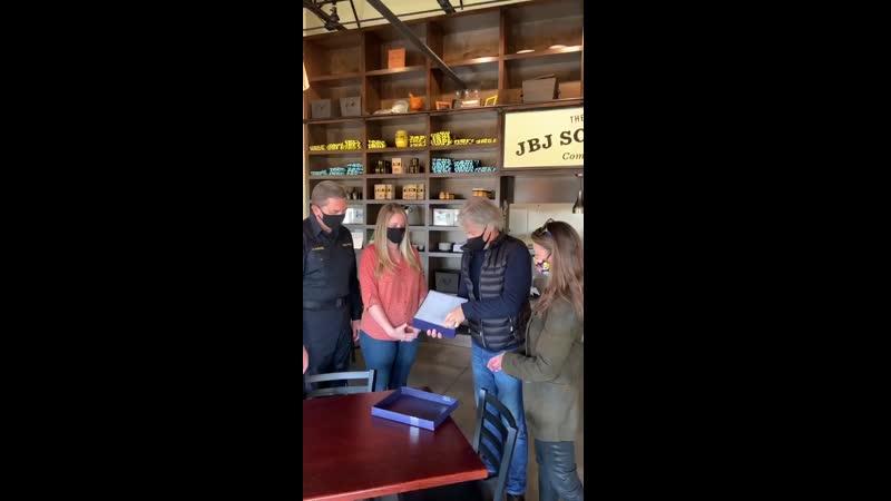 Джон и Доротея Бонджови в ресторане Джей би джей Соул Кичен г Томс Ривер Нью Джерси США 21 11 2020