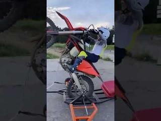 small boy motorcycle wheelie😱😱    practice wheelie😲😲    practice wheelie machine    #shorts