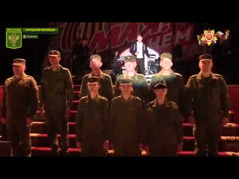 Олег Газманов исполнил песню Господа офицеры вместе с военнослужащими НМ ЛНР