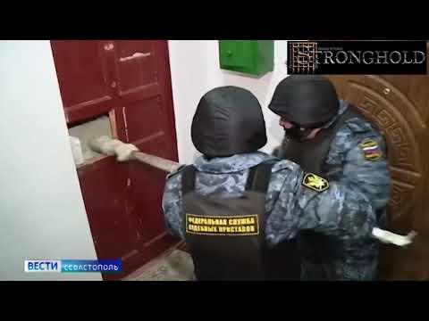 Оперативники штурмуют квартиру психопата.СТРОНГХОЛД