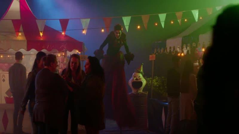 Жуткие клоуны преследуют девочек Отрывок из сериала Боишься ли ты темноты