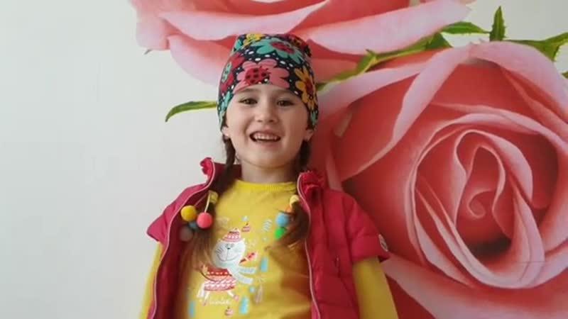 Ләйлә Дәүләтованың кызы Гөлмәрьям дәү әнисенә видеохат җибәргән