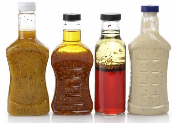 Заправки для салатов винегрет часто сопровождают салат из лосося.