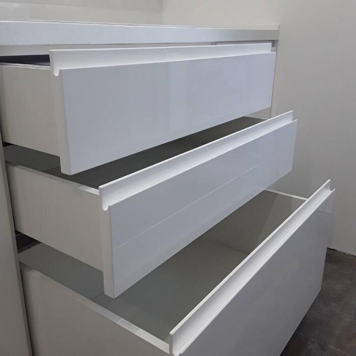 Мебель без ручек — какой вариант выбрать?, изображение №9