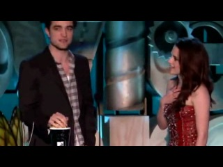 Kristen Stewart Robert Pattinson Win Best Kiss 2011 MTV Movie Awards.