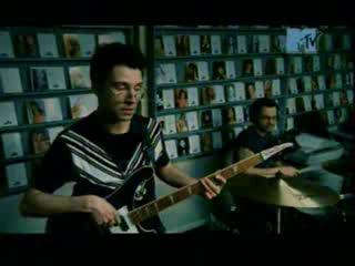 100 лучших клипов года (MTV, 2002) 55 место. Сети - Smile