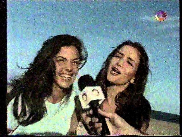 Natalia Oreiro . Venenososdesiempre.com . 1999 . con su Prima. Teleshow