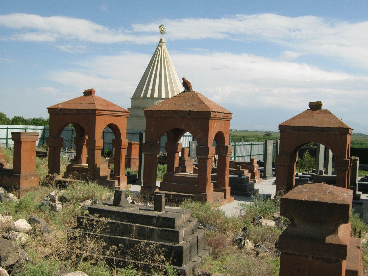 Кладбище огнепоклонников язидов