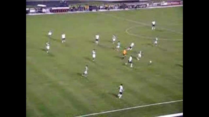 Carlitos Tevez e Mascherano humilham a porcada.