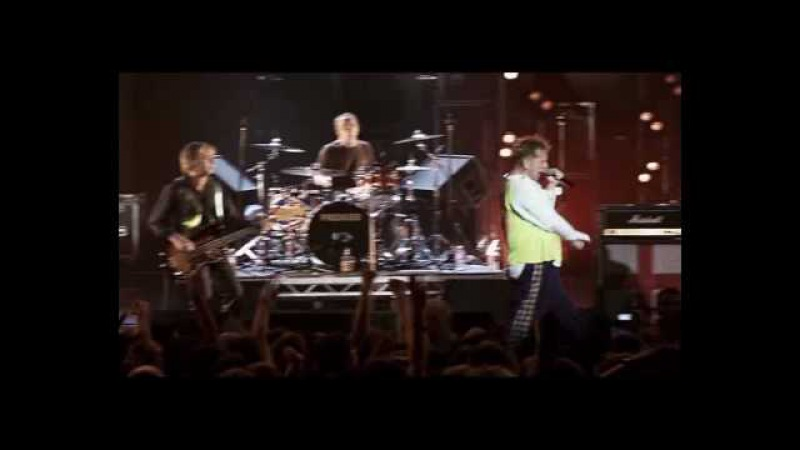 Sex Pistols - Beside the Seaside Holidays in the Sun [Live From Brixton Academy 2007] 08