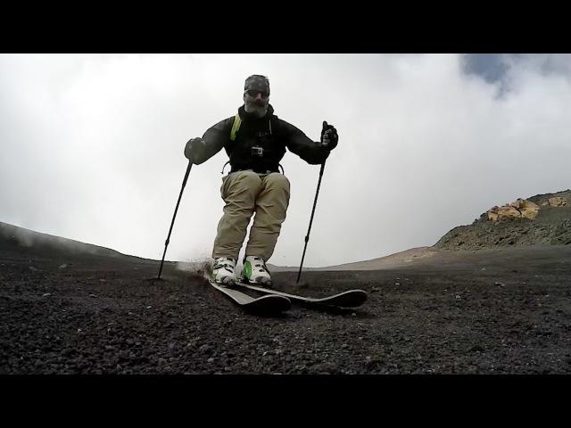 Відчайдух покатався на лижах схилом діючого вулкану Етна