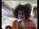2003-05-11 Шри Сатья Саи Баба на борту самолёта по пути в Мадурай ... Кодайканал