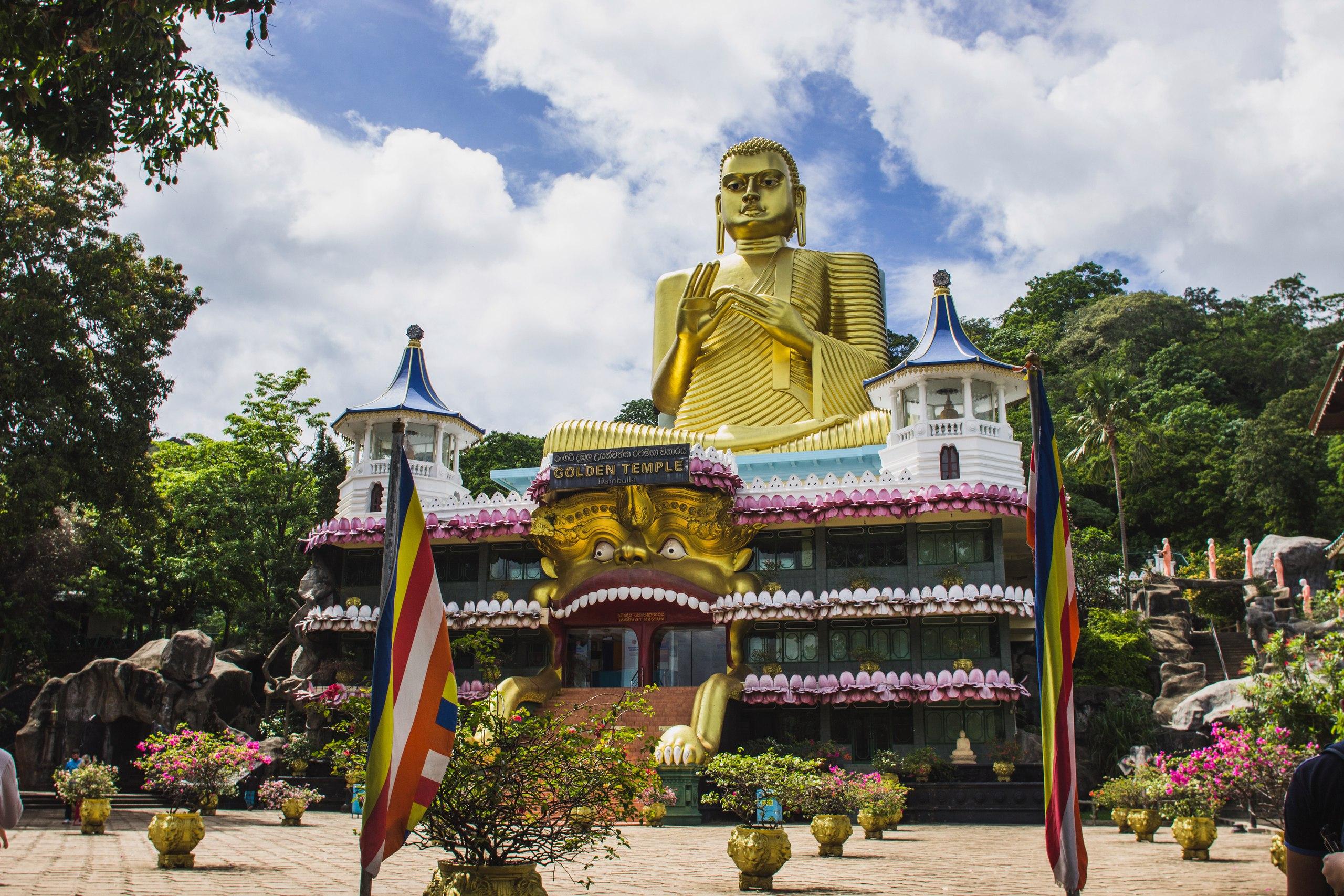 Главный вход на территорию храма