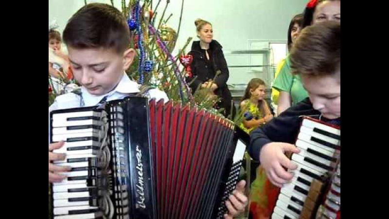 Tinerii muzicanti la matineu spitalului Floresti