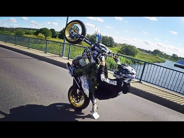 Wheelie over the bridge 12o'clock ONE HAND