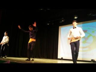 Таджикский танец в исполнении студентов СОМК