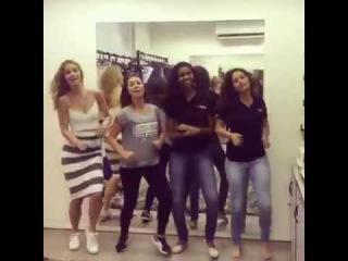 Meninas de Malhação dançando Deu Onda MC G15