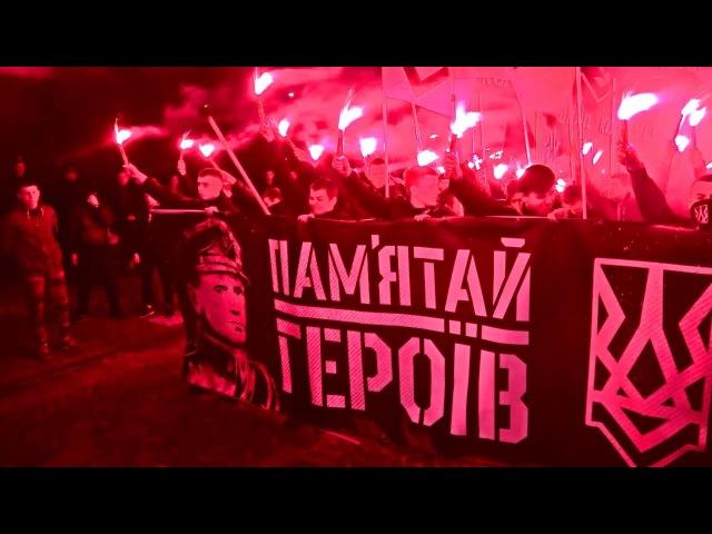 Факельное шествие националистов: во Львове почтили память Шухевича