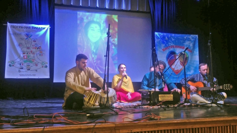Стихи Виталии Сушаковой и баджан Винати Суние (хинди, рага Бхимпаласи)