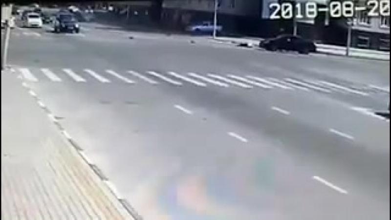 В Грозном серия нападений на полицейских Мужчина разогнавшись на машине стал поочередно сбивать полицейских у поста ГИБДД метну