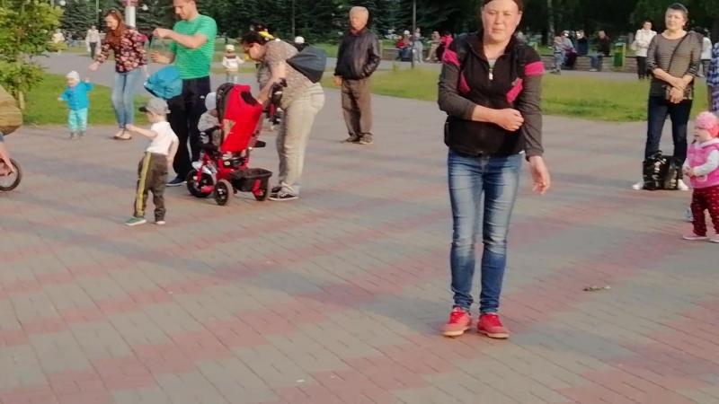 Бродячие артисты . Гр . СМЕНА . Танцы на Бульваре в Кстово!