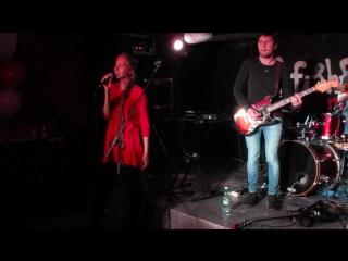 Ольга Жданкина (гитара - Роман Витальевич) на ДР Abbat Santos в Fish Fabrique Nouvelle