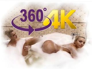 360 VR VIDEO Модель Playboy принимает ванну [VR 360 VIDEO 4K]