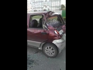 Водитель автомобиля Ford протаранил три машины и перевернулся сам.