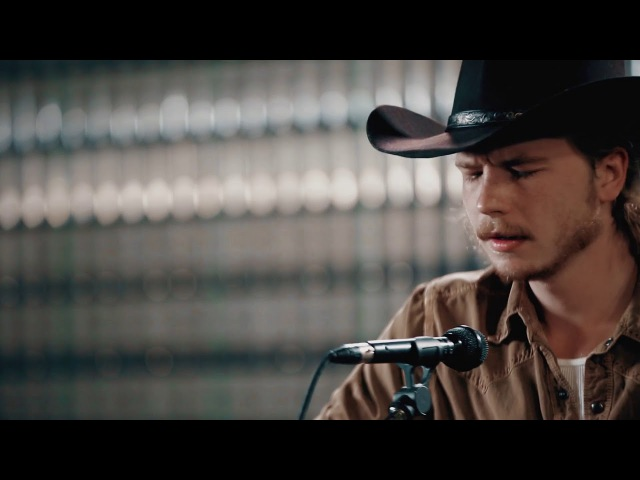 Original 16 Brewery Sessions - Colter Wall - The Devil Wears a Suit and Tie