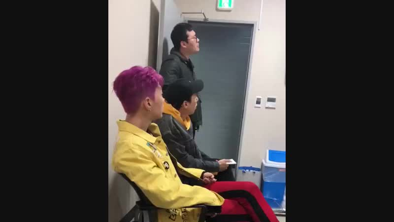 IG AOMG Manager Seungwoo DJ Pumkin Gray Jay Park SimonD with Jotee backstage watching Superbee's Semi final performanc