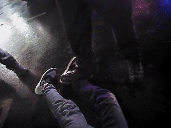 03.06.18.Баскетболист - белому полицейскому Ты стоишь на моей ноге. Sterling Brown arrest Youre stepping on my ankle
