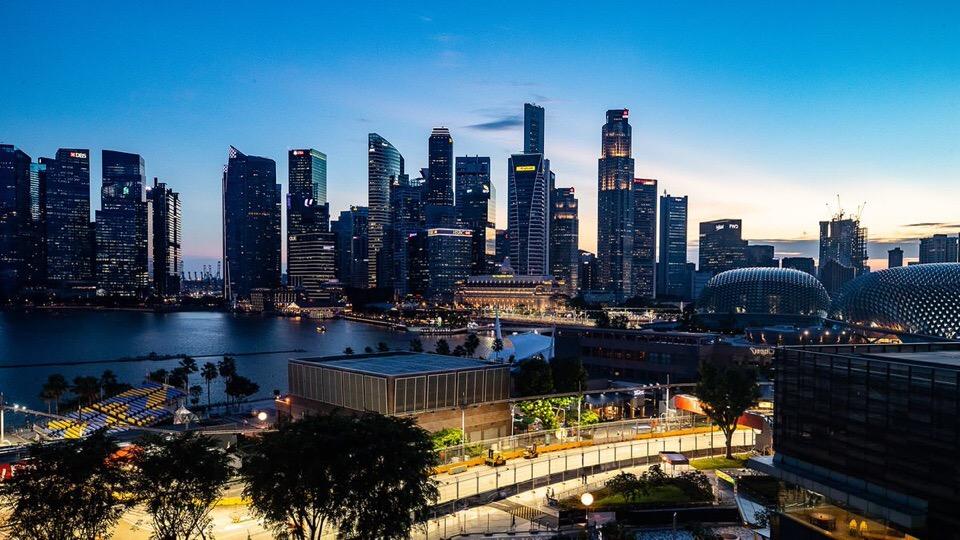 Виды вечернего Сингапура
