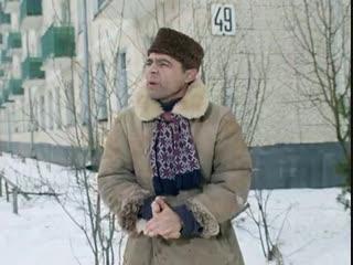 Эй, гражданина! Ты туда не ходи, ты сюда ходи, а то снег башка попадёт - совсем мёртвый будешь!