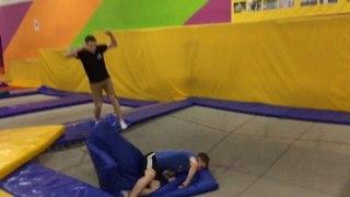 "Саша Пронин on Instagram: ""2️⃣0️⃣%. Привет @onepacone @ 🤙🏻 -Уши болят🤬 -Расслабься👽🤳🏻 💀ZAVOD DDEVILS💀 #ddfam #trampoline #wt23  @gre..."