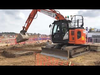 Экскаватор может не только копать, но и бетонировать: Hitachi Zaxis 135US